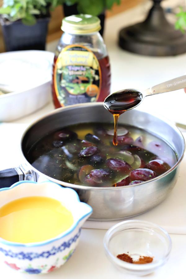 Adding honey for grape sauce