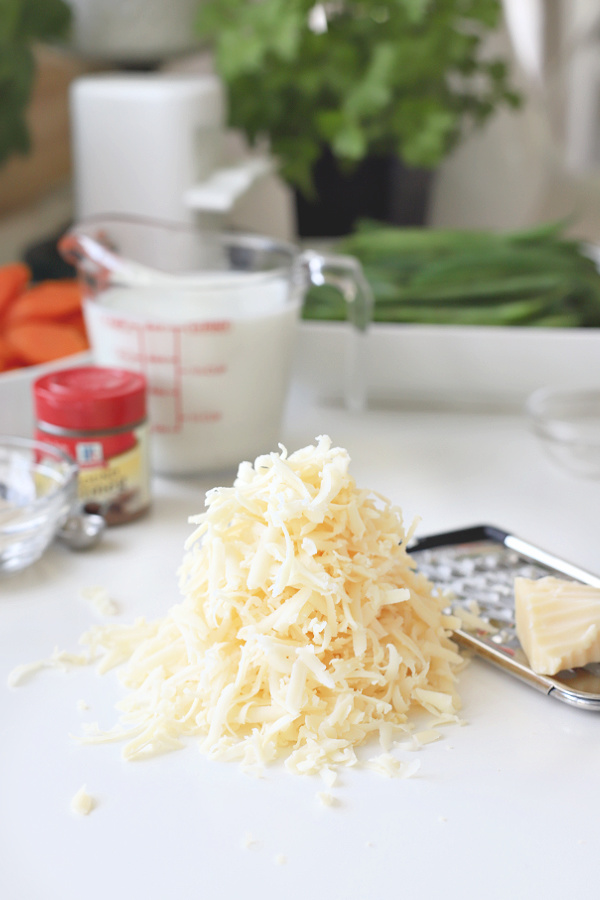 Ingredients for creamy cheese sauce
