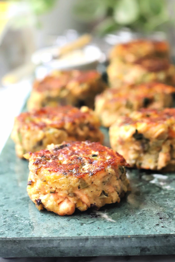 Easy recipe for golden brown, pan-fried fresh salmon patties with chopped celery, onion, bell pepper and parsley, mayo and Old Bay seasoning. Serve these cakes with a tasty tartar sauce.