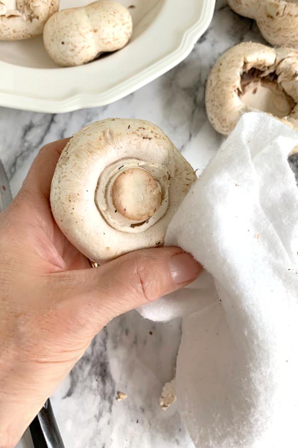 cleaning white mushrooms